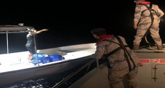 حرس الحدود ينقذ بحرينيين تعطل قاربهما بعرض البحر برأس تنورة