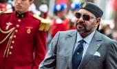 ملك المغرب يغضب لدفع سيدة أرادت التصوير معه