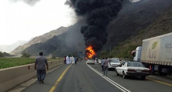 حادث تصادم مروع لـ3 شاحنات على طريق جدة - ينبع