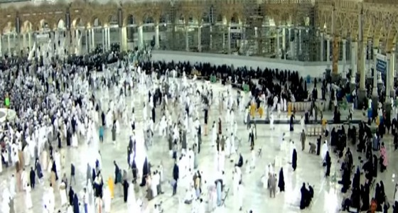 أجواء روحانية في المسجد الحرام تحت زخات المطر (فيديو)