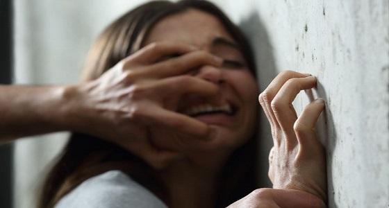 شاب يعتدي على فتاة من ذوي الاحتياجات الخاصة