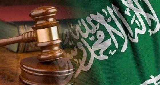 إلزام المحكمة الجزائية والاستئناف بدفع تعويض مالي لـ «متهم» للتراخي في الإفراج عنه