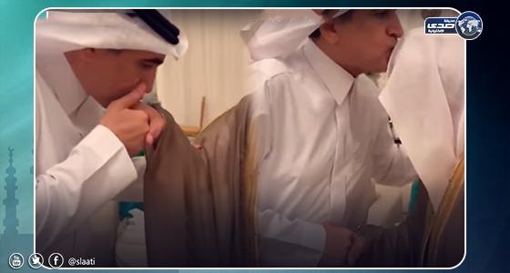 بالفيديو.. لحظة لقاء وزير التعليم السابق بمعلمه في الإبتدائية ورد فعلهما