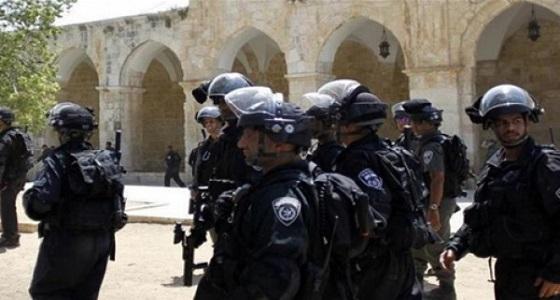 شرطة الاحتلال تقتحم مصلى باب الرحمة في الأقصى