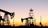 النفط ينخفض لليوم الثاني قبل بيانات المخزونات الأمريكية