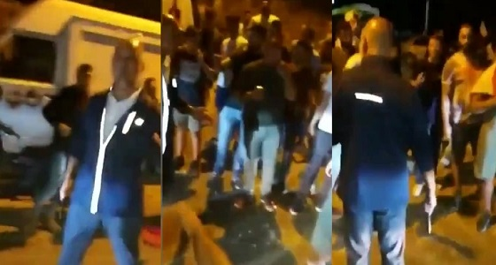 بالفيديو.. مرافق وزير الخارجية اللبناني يشهر سلاحه في وجه المتظاهرين