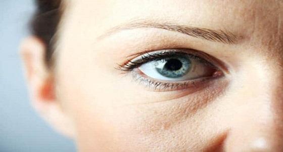 أسباب ظهور الإنتفاخ تحت العينين وأفضل الطرق للتخلص منه