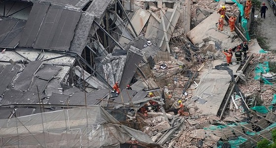مصرع وإصابة 39 حوثيًا في انهيار مبنى سكني