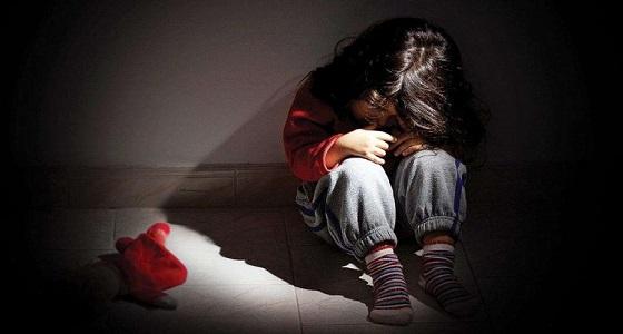 خمسيني يغتصب 20 طفلة مستغلًا فقرهم