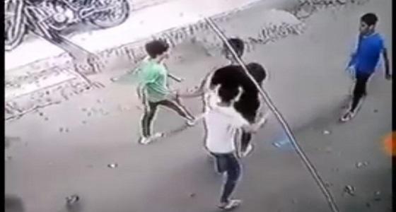 بالفيديو.. نهاية مأساوية لشاب أنقذ فتاة تعرضت للتحرش في الشارع