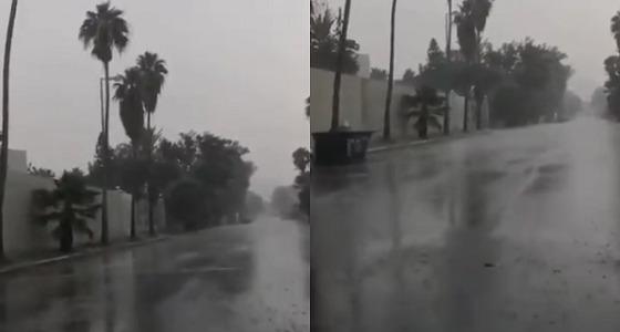 شاهد.. أمطار غزيرة على الطائف والداخلية تحذر