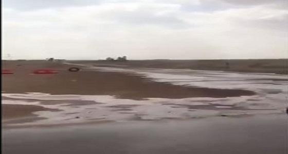 بالفيديو.. هطولأمطار غزيرة على جنوب الدوادمي بالرياض