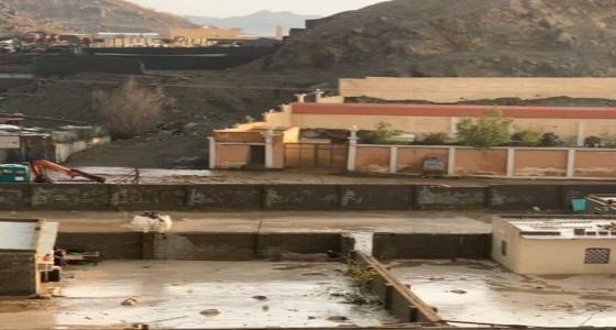 بالفيديو.. مواطن يروي تفاصيل إنقاذ عائلة مكونة من 8 أشخاص من سيول مكة
