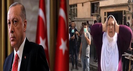 بالفيديو.. سيدة كردية تصب لعناتها على الرئيس التركي: «يلعن أبو أردوغان»