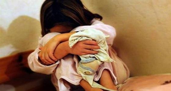 مستغلا إعاقتها..عجوز يغتصب طفلة والحمل يفضحه!