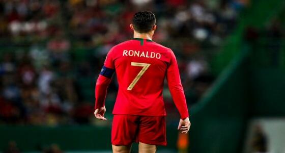 بالفيديو.. «رونالدو» يشارك متابعيه سعادته بتسجيله الهدف الـ 700