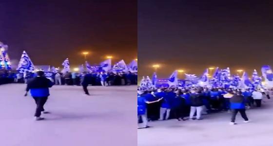 بالفيديو.. جماهير الهلال تحتشد في مقر الاحتفال وسط أجواء كرنفالية