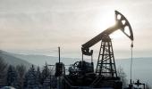 مخاوف الاتفاق الأمريكي الصيني تهبط بأسعار النفط أكثر من 1 %