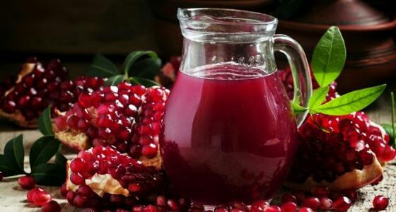 الوقاية من السرطان وتحسين الهضم.. أبرز فوائد عصير «الرمان»