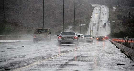 تحذير لقائدي السيارات من الأمطار في 3 محافظات بمكة