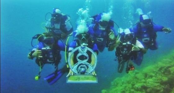 بالفيديو.. غواصون يحتفلون بالهلال تحت أعماق البحر الأحمر