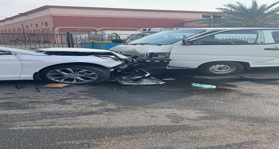 إصابات في اصطدام حافلة ومركبة بجدة