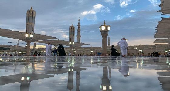 شاهد.. الأمطار تلطف الأجواء على المسجد النبوي