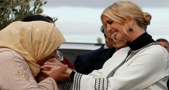 سيدة قروية تقبل «يد» إيفانكا ترامب بـ المغرب