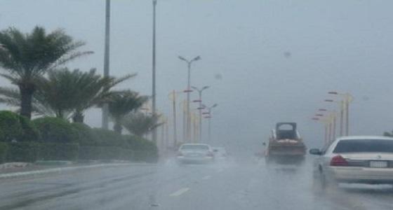 هطول أمطار متوسطة على أجزاء متفرقة من العاصمة المقدسة