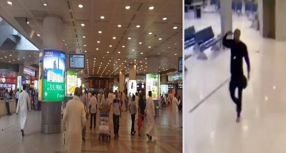 بالفيديو..رجل يقتحم مطار الكويت ويهدد بالانتحار