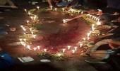 مقتل محتج لبناني برصاصة في الرأس..وأصدقاءه يضعون الشموع في مكان الوفاة