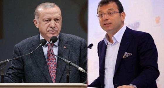 أول تعليق لأوغلو على سخرية أردوغان منه بعد كسر الكرسي الخاص به