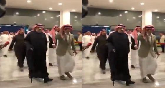 بالفيديو.. الأمراء الوليد بن طلال وعبدالرحمن بن مساعد يستقبلون أبطال كأس آسيا