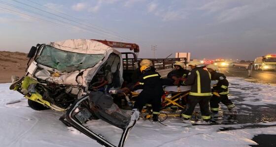 مصرع سائق إثر اصطدام سيارته بـ ناقلة بنزين بطريق «القصيم- الرياض السريع»