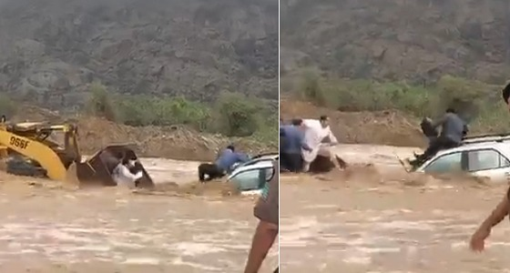 بالفيديو.. مواطن ينقذ 3 محتجزين من السيل باستخدام « شيول »