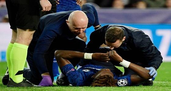 نقل هداف تشيلسي إلى المستشفى مباشرة عقب إصابته في الملعب (فيديو)