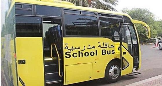 تفاصيل وفاة سائق بالنقل المدرسي وسرعة بديهة طالب أثناء سير الحافلة