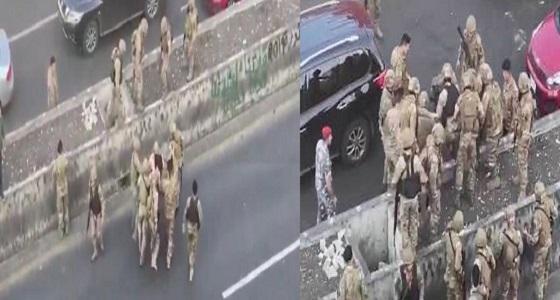 فيديو مروع لحظة اعتقال متظاهر لبناني والإعتداء عليه
