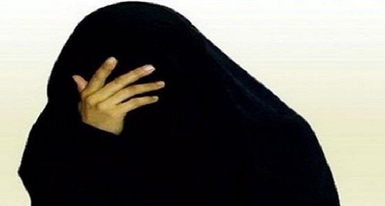 ردة فعل مواطنة مُعنف أبناءها على قرار عودتهم إلى عمهم