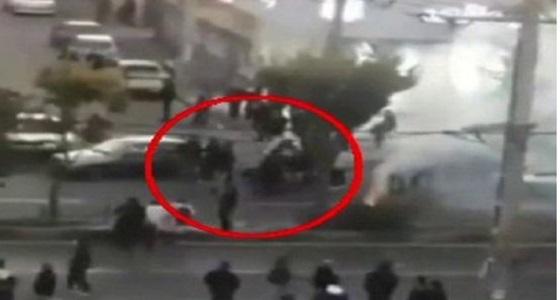 فيديو يكشف استهداف الحرس الثوري الإيراني للمتظاهرين بالرصاص الحي