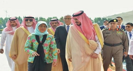 رئيسة جمهورية سنغافورة تؤدي مناسك العمرة