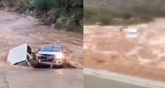 بالفيديو.. احتجاز مركبتين في السيل بجازان