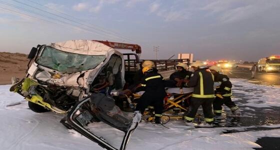 إعاقة الحركة المرورية على طريق« مكة – جدة » السريع بعد انقلاب شاحنة