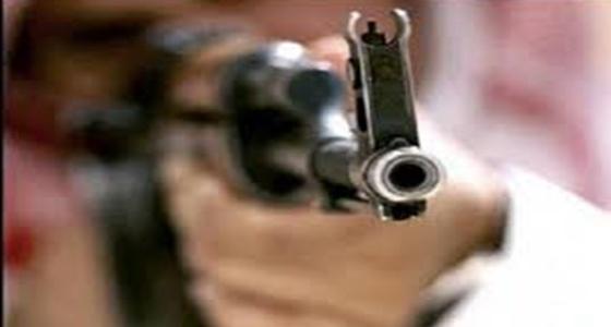 شاب يطلق النار على آخر داخل « سوق الذهب » في عفيف