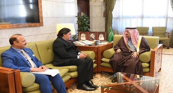 أمير الرياض يستقبل سفير جمهورية باكستان لدى المملكة