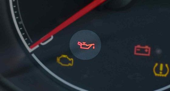 مؤشرات تنبهك إلى انخفاض ضغط زيت محرك سيارتك