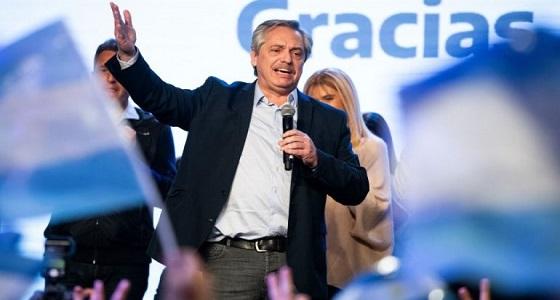 لبضع ساعات..رئيس الأرجنتين الجديد يعود لعمله كمشرف على الامتحانات