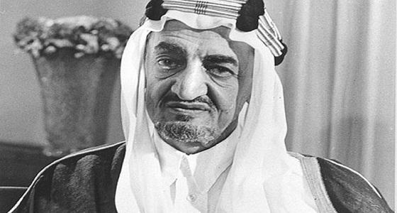 ردة فعل الملك عندما أخبره الأمير خالد الفيصل باقتراح كأس الخليج دون استشارته (فيديو)