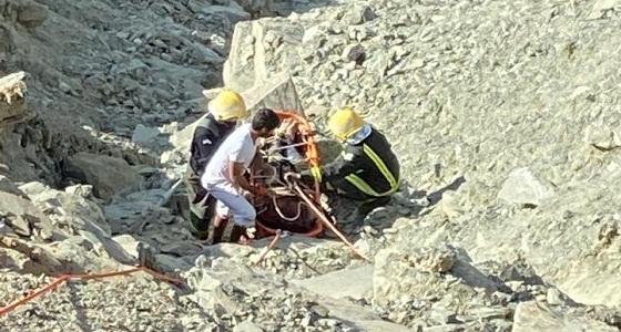 مركبة تهوي بعمالة وافدة في نجران