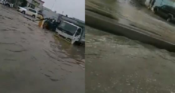 شاهد.. جدة تشهد أمطارًا هي الأقوى منذ بداية الموسم